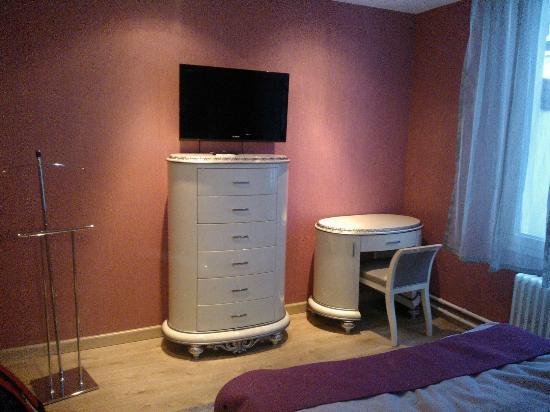 Hotel St-Martin: Mobilier sympa et original, dans la chambre 15