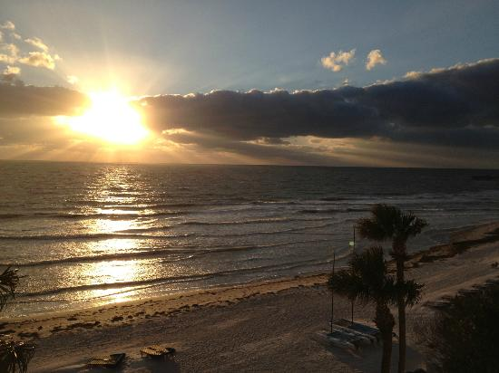 Doubletree Beach Resort by Hilton Tampa Bay / North Redington Beach: Sunset in November