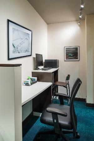 SpringHill Suites Williamsburg: Business Center