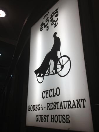 هوتل سيكلو: illuminated restaurant sign