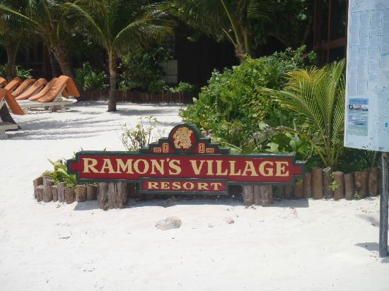 Ramon's Village Resort: entrance from beach