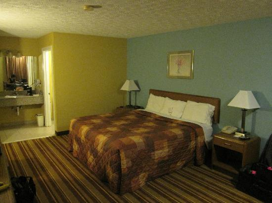 Super 8 Whites Creek/ Nashville NW Area : Super 8 room view