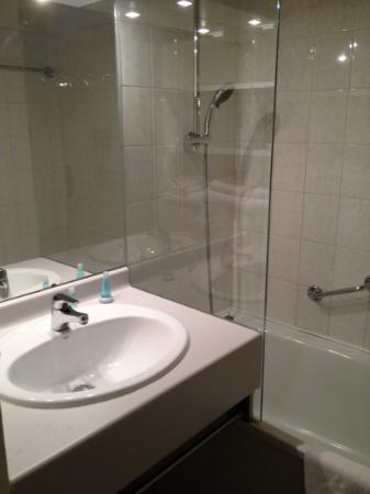 آت هوم أبارتهوتل: salle de bain 