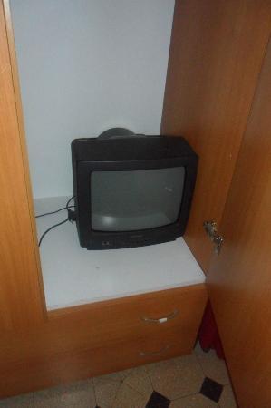 Hotel Erina: Une télé dans l'armoire