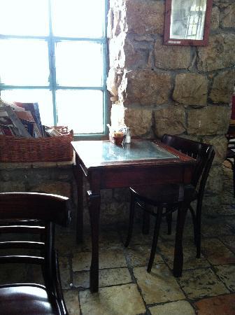 Tmol Shilshom Cafe: Tmol Shilshom