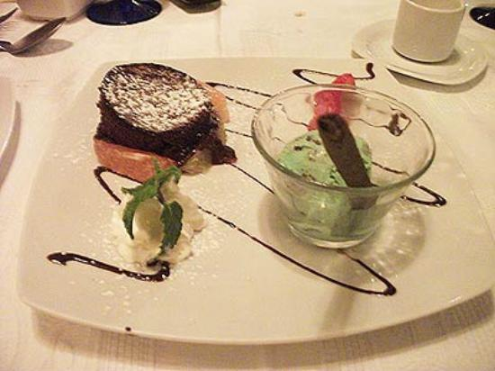 Kaiser Maximilian: Molten chocolate mousse with homemade mint ice cream... heavenly.
