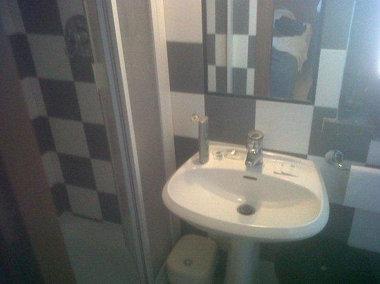 Hotel Corsi : Vista lavandino