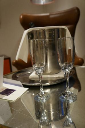 Rudding Park Hotel: Congratulatory Cava 