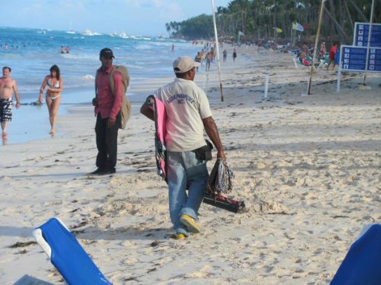 Barcelo Occidental Punta Cana: Les vendeurs itinérants...ca on pourrait s'en passer ! 