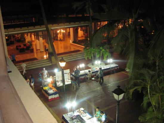 Barcelo Occidental Punta Cana: La soirée des petits marchands itinérants... 
