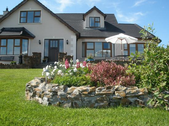 Inishowen Lodge : Front of house from garden