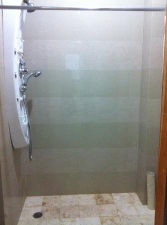 Hotel Bahia Chac Chi: shower