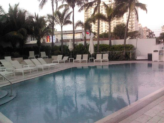 Sonesta Fort Lauderdale Beach: Pool area