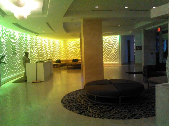 Sonesta Fort Lauderdale Beach: Lobby with nice light effects