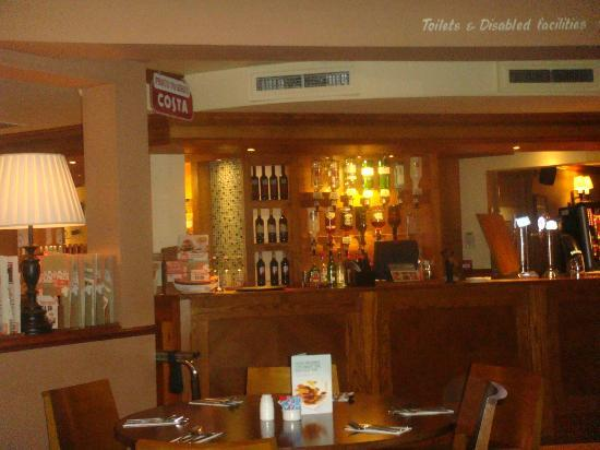 Premier Inn Uttoxeter Hotel : Bar and Dining area