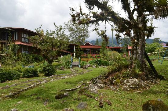 Hotel Dos Rios: gardens