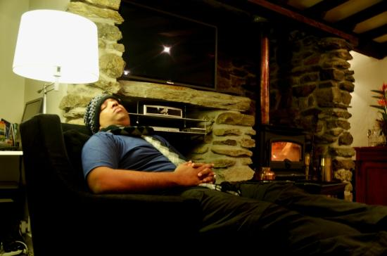 Waiorau Homestead: Relaxing by the indoor fireplace