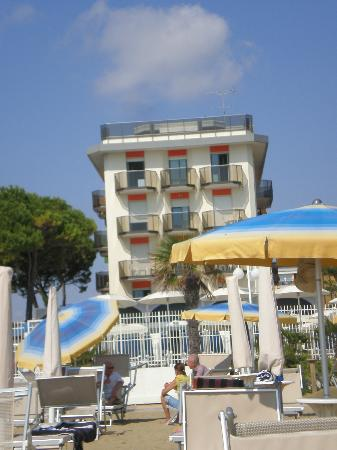 Hotel Cambridge: view from beach