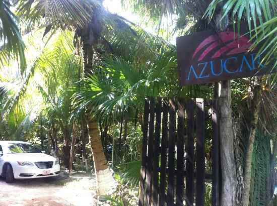 Azucar Hotel: Fique atento à placa, logo depois que passar o hotel Los Lirios.