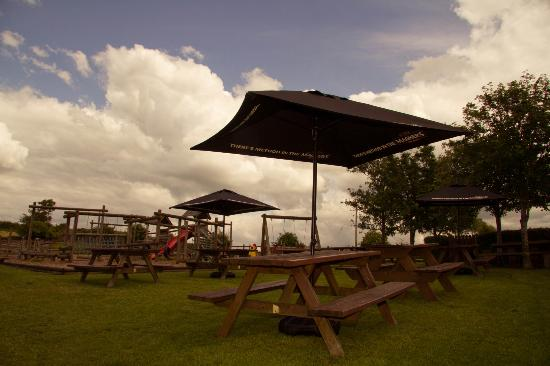 Station Inn Oxenholme: Beer garden