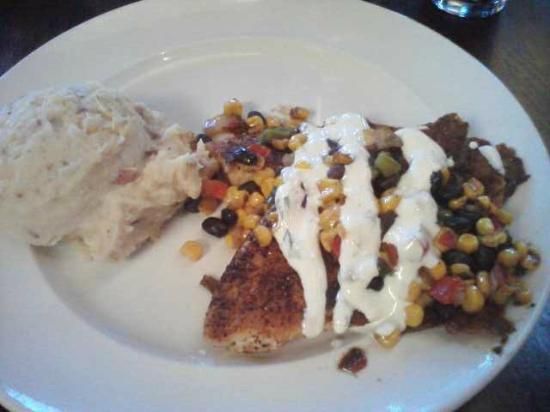 Harvey's Grill and Bar: Chicken with corn and bean salsa, mashed potato