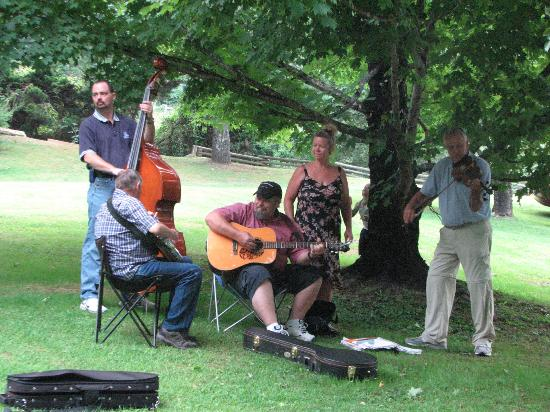 Flintlock Family Campground: Some of the Saturday night Music