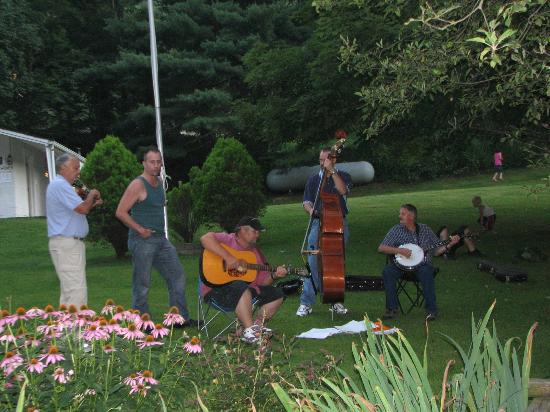 Flintlock Family Campground: Live Music on Saturday Nights (Summer)
