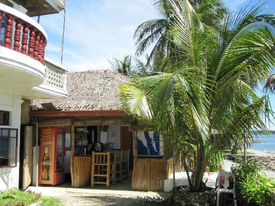 Michael's Resort and Dive: Bar