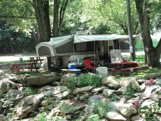 Flintlock Family Campground: Pop-up Campsite on the creek