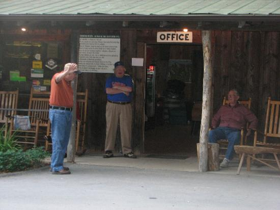Flintlock Family Campground: Gathering Place for Discussions in front of store