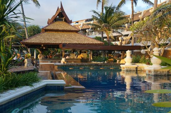 Beyond Resort Karon: Pool area and bar
