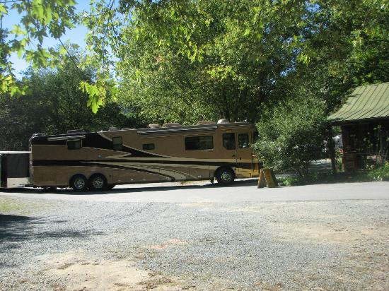 Flintlock Family Campground: Accomodate Large Rigs, sewer, electric, water, cable TV
