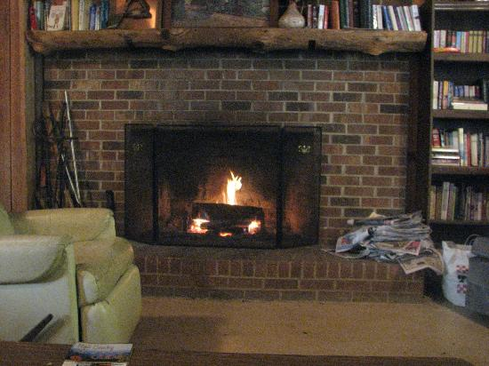 Flintlock Family Campground: Warm Fireplace to gather by in the evenings