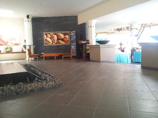 Pearle Beach Resort & Spa: hotel lobby