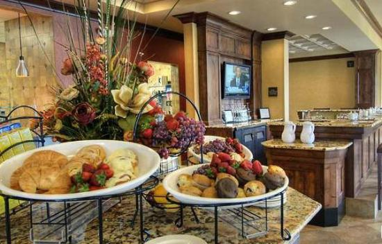 Garden Grille & Bar: Made-to-Order Breakfast at The Great American Grill