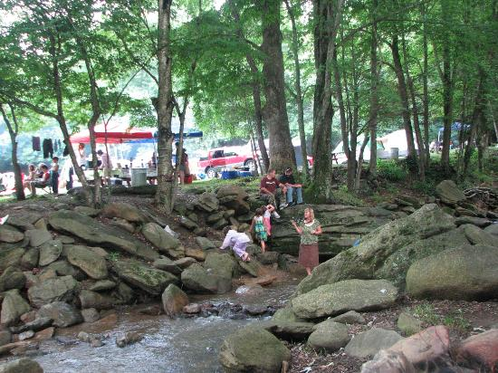 Flintlock Family Campground: Fishing and playing in the mountain stream