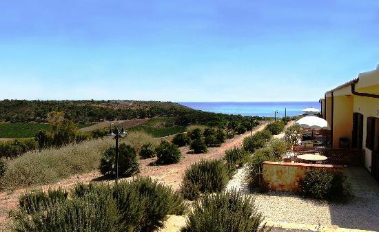 Montallegro, Italia: Panorama delle camere con vista mare e natura