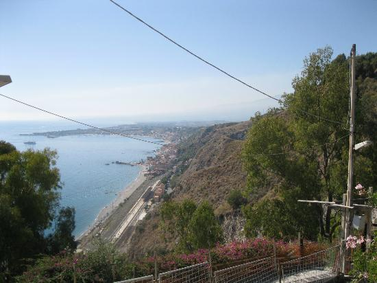 Meridiana Hotel Taormina: View from the garden apartment
