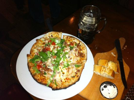 Schnitzels: Smoked turkey club pizza, w/ garlic bread and Eardinger dark