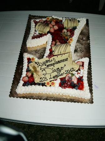 Gelateria Igloo: torta con base di pan di spagna yogurt e semifreddo alla fragola