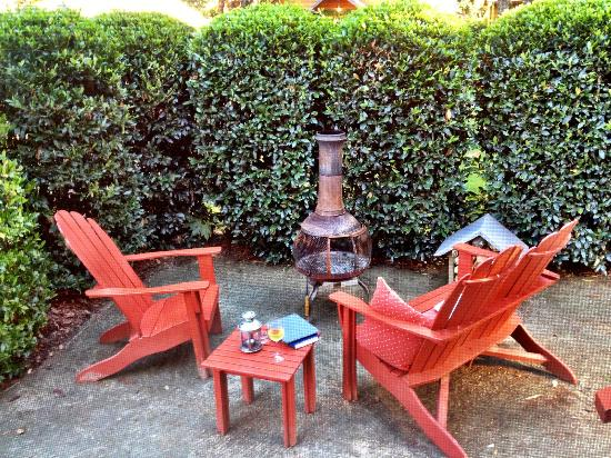 The Cottages of Napa Valley: Outdoor patio area