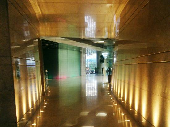 Hyatt Regency Mumbai: Passage to Business/Function Area