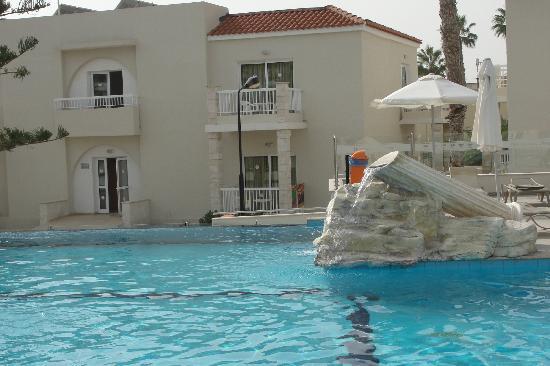 New Famagusta Hotel: бассейн