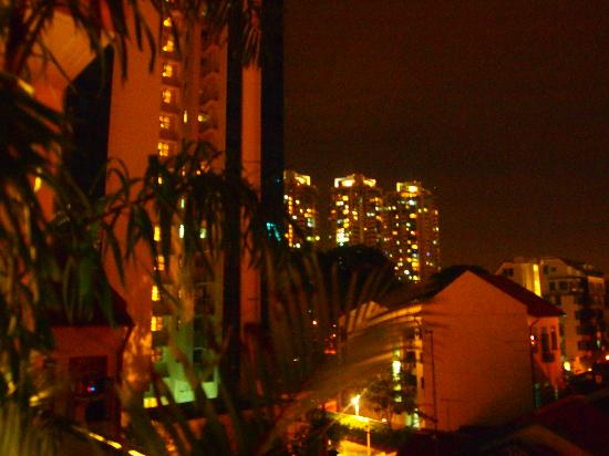 New Society Backpackers' Hotel: vistas de noche desde el hotel espectacular