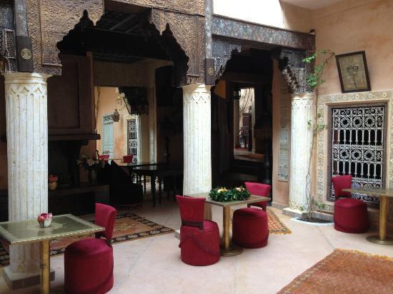 Riad Armelle: Salle à manger