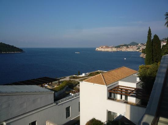 Villa Dubrovnik: vista desde la parte alta del hotel (elevador)