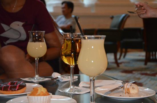 InterContinental Singapore: Drinks at the Lounge bar