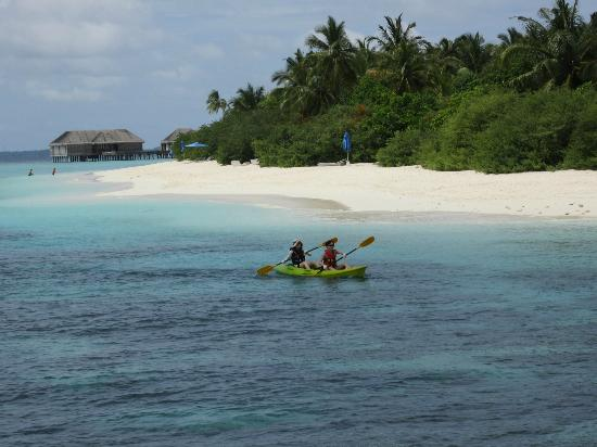 Dusit Thani Maldives: Canoeing around the island