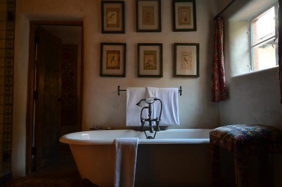 Inn of the Five Graces: Sandalwood Tub