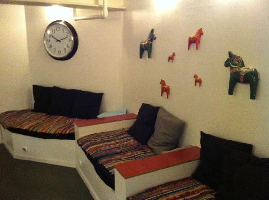 City Backpackers Hostel: One of the lounge areas